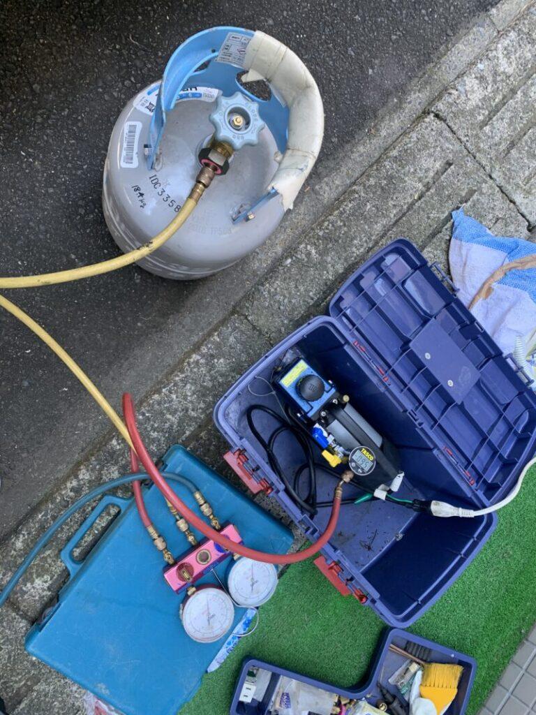 ガス補充作業風景